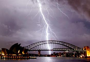 473701-lightning